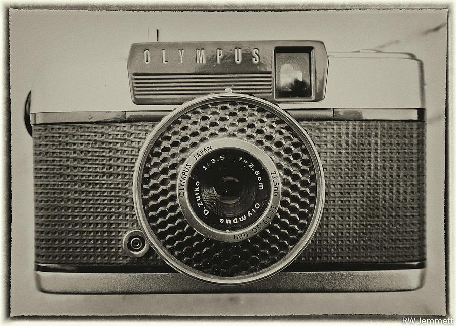Olympus Photograph - Olympus Pen EE Vintage Camera Image by Richard Jemmett