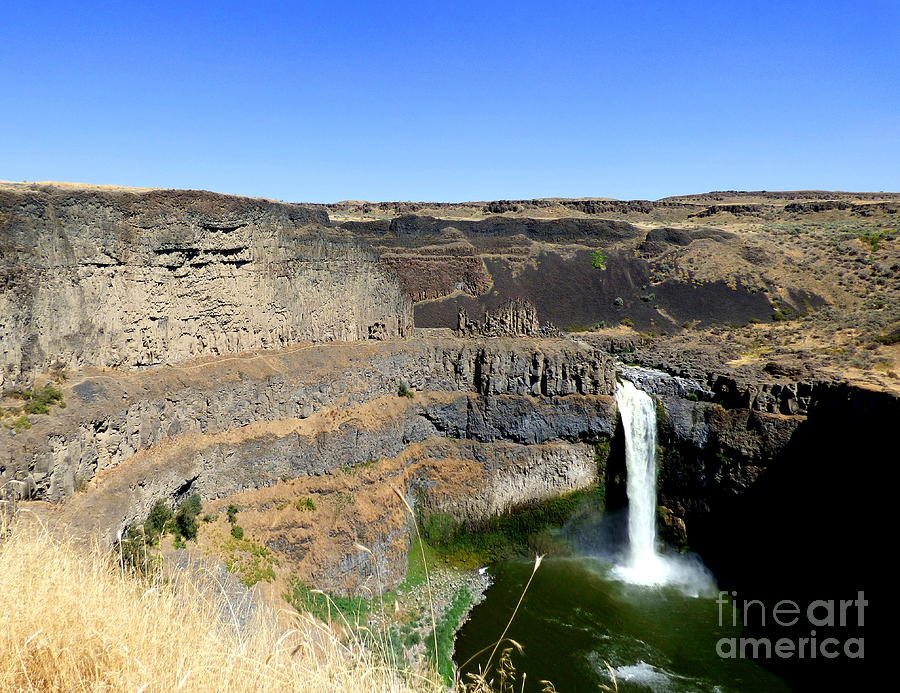 Palouse Falls - The Massive Cliffs by Charles Robinson