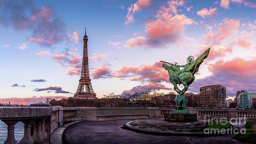 Bir Hakeim Photograph - Paris La France renaissante Eiffel Tower Sunset by Thomas Speck