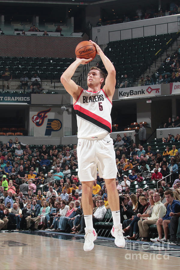 Pat Connaughton Photograph by Ron Hoskins