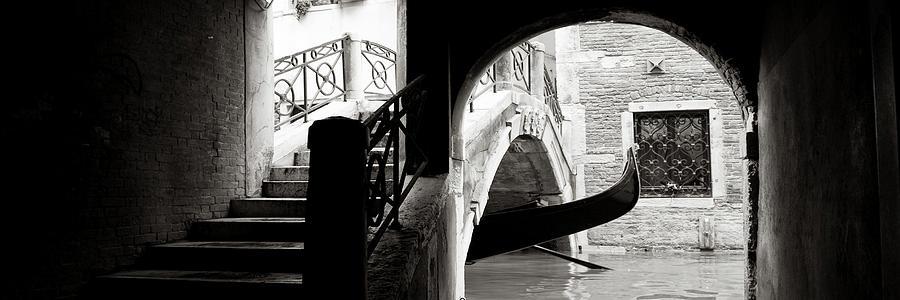 PB011861 - Sottoportico delle Colonne, Venezia by Marco Missiaja