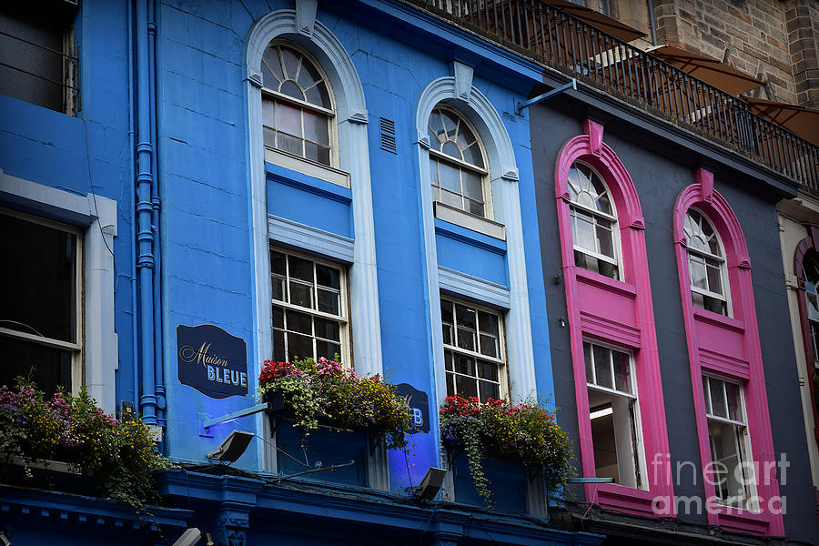 Picturesque Victoria Street, Edinburgh by Yvonne Johnstone