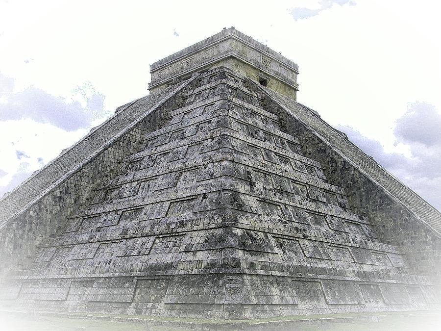 Piramide de Kukulkan Niebla by Kimberly-Ann Talbert