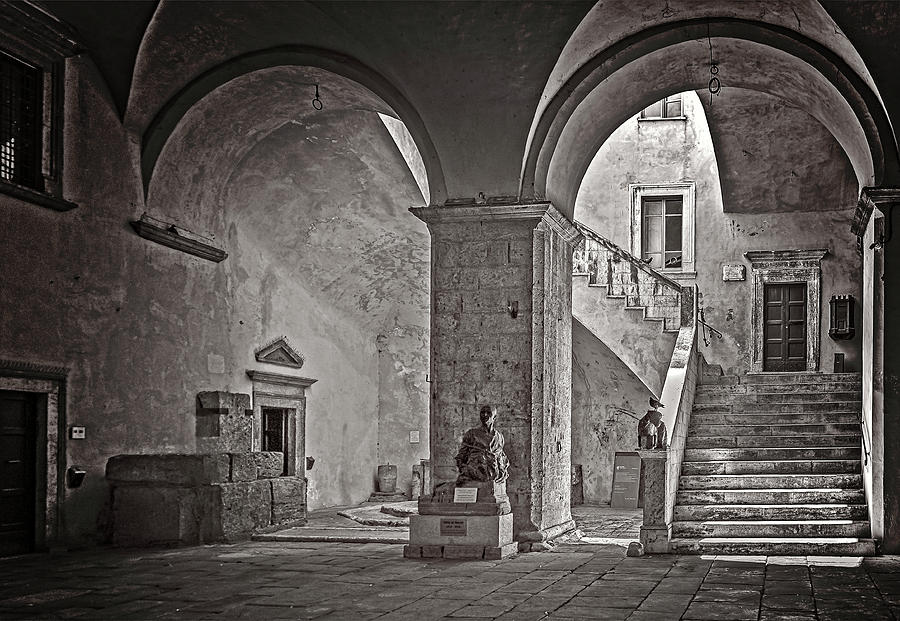 Porch and staircase by Roberto Pagani