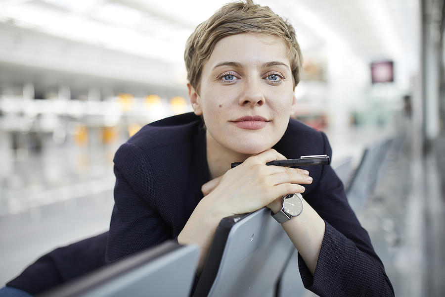 Portrait of blond businesswoman Photograph by Westend61