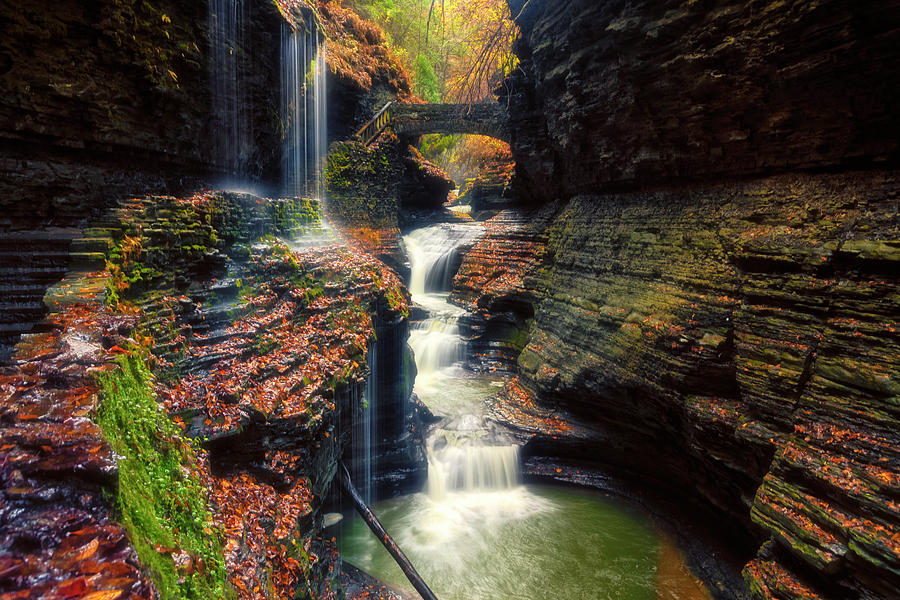 Rainbow Falls by Russell Pugh