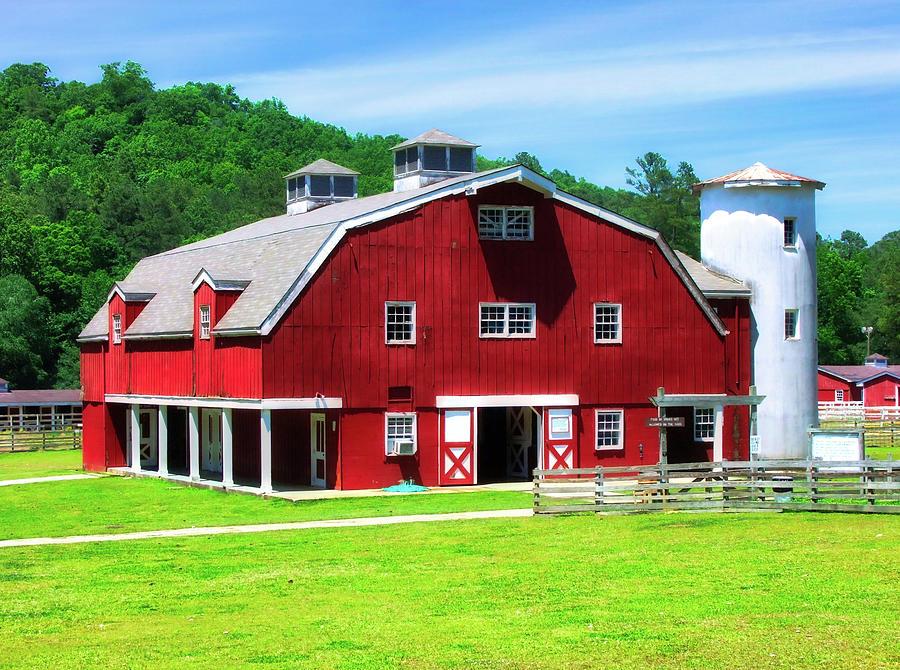 Barns Photograph - Red Barn by Rick Davis
