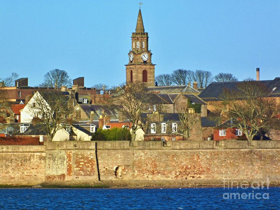 Berwick Photograph - River Tweed and Berwick-upon-Tweed in Northumberland by Les Bell