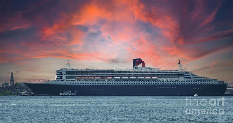Rms Queen Mary 2 - Charleston South Carolina Photograph