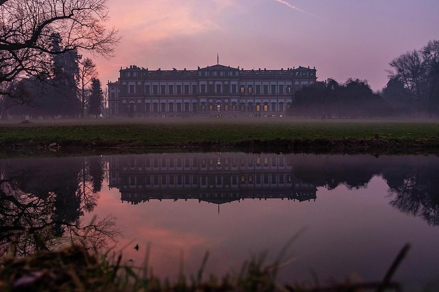 Royal house at dusk by Roberto Pagani