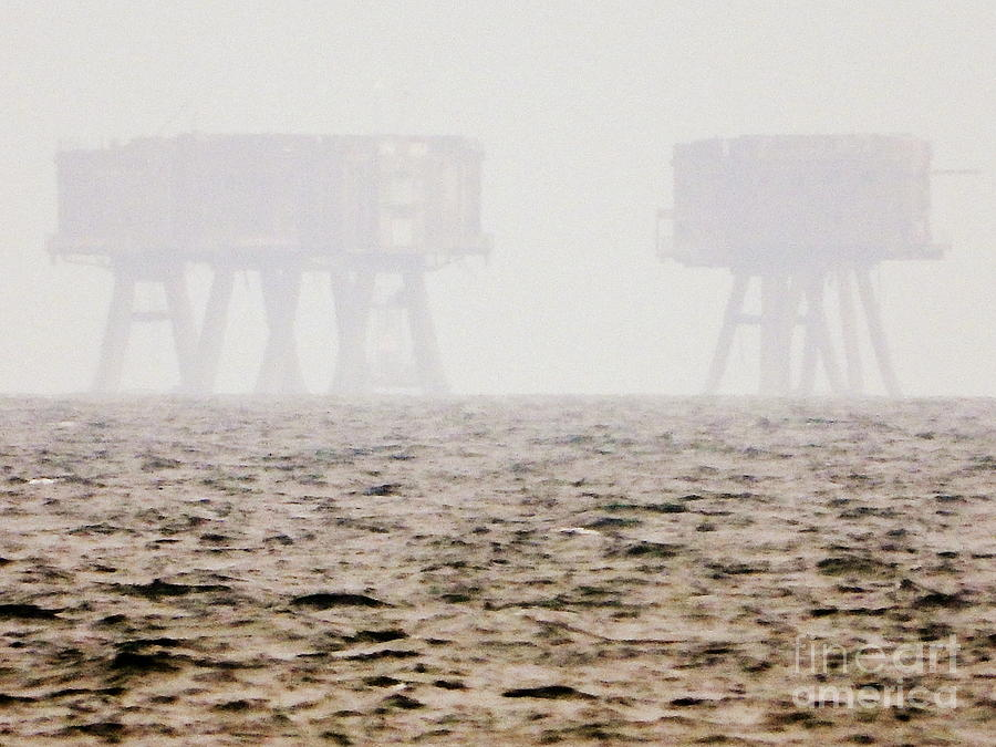 Thames Photograph - Shivering Sands Fort by Andy Thompson