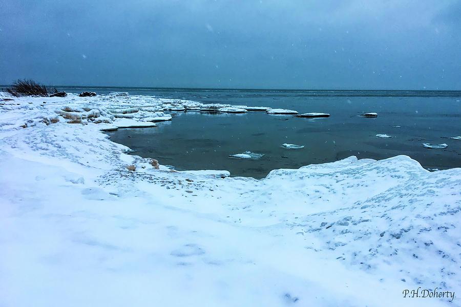Snowflakesovererie Photograph
