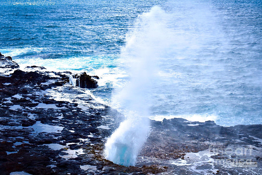 Spouting Horn Beach Park by Gary F Richards
