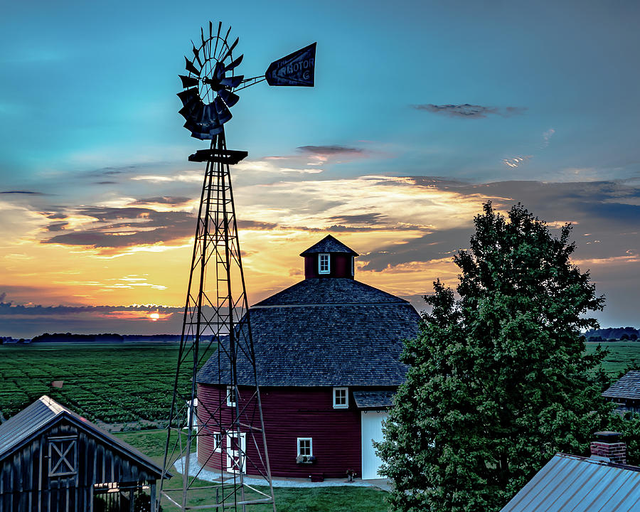 Landscape Photograph - Spurgeon Round Barn by Scott Smith