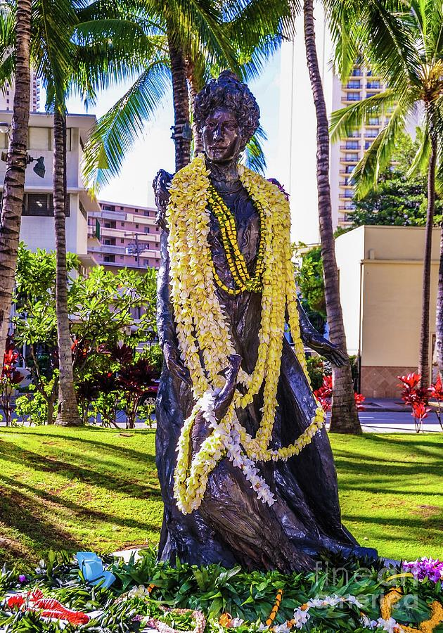 Statue of, Hawaii Crown Princess Victoria Kawekiu Lunalilo Kalulani by D Davila