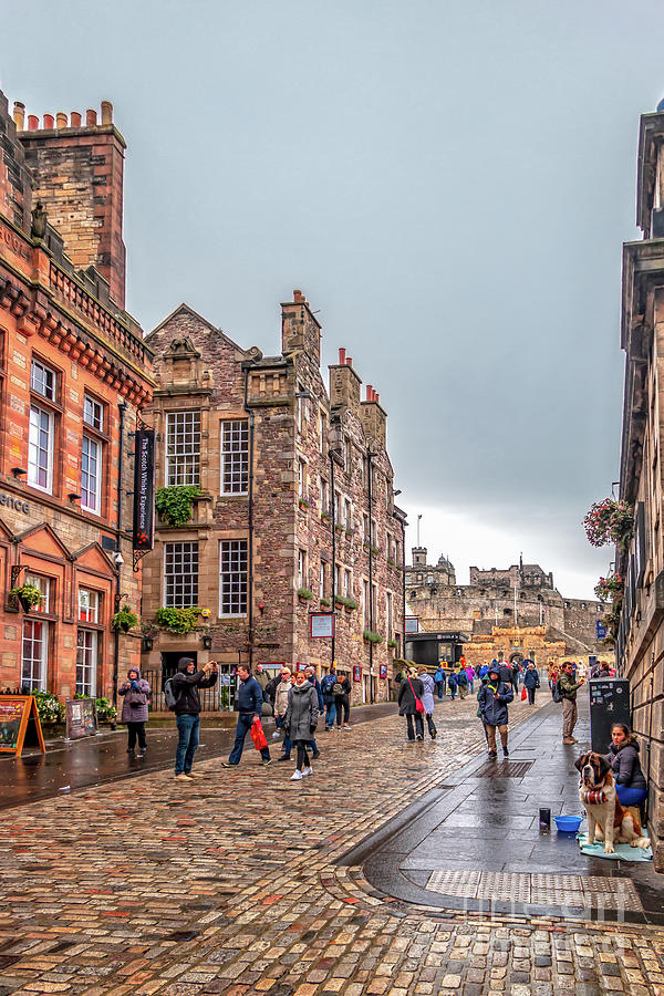 The Royal Mile Towards Edinburgh Castle by Elizabeth Dow