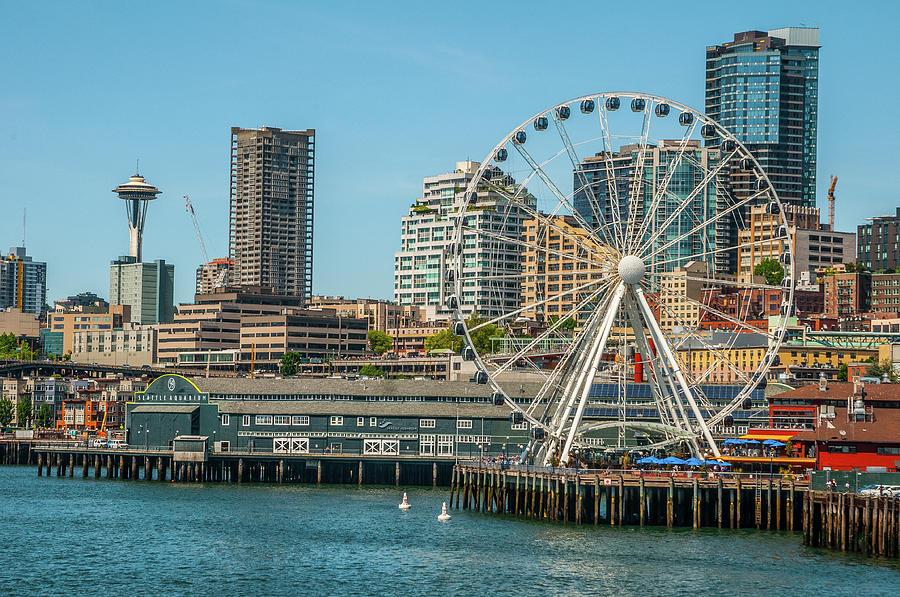 The Seattle Great Wheel by Matthew Irvin