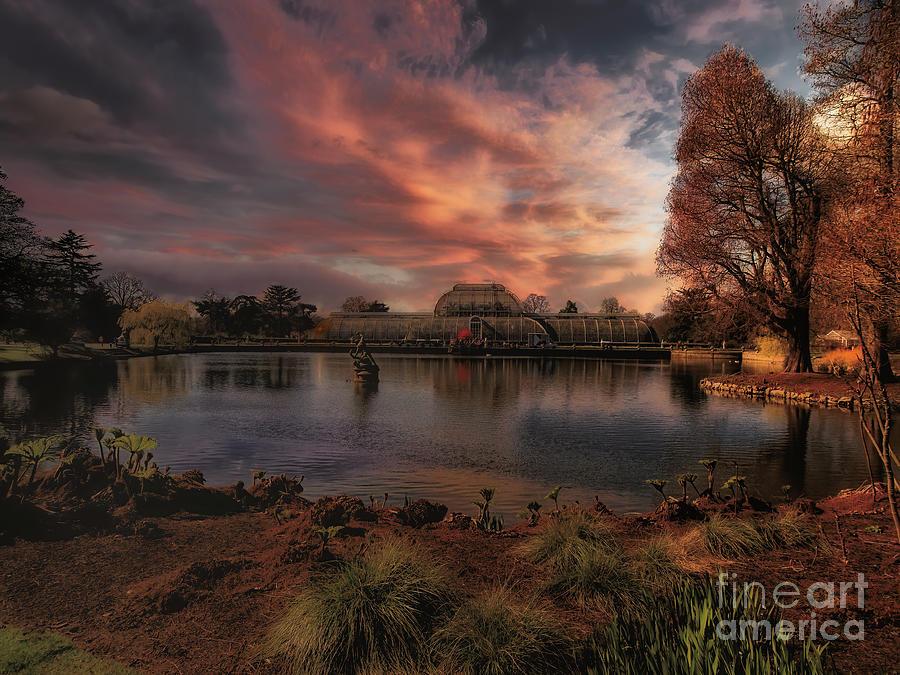 Kew Gardens Photograph - The Spirit of Kew by Leigh Kemp