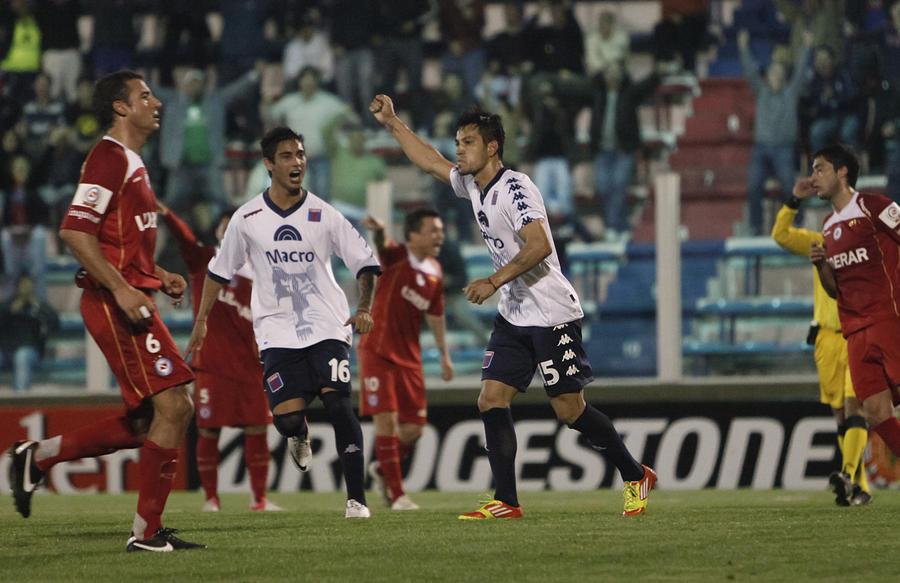 Tigre v Argentinos Juniors - Copa Sudamericana 2012 Photograph by LatinContent