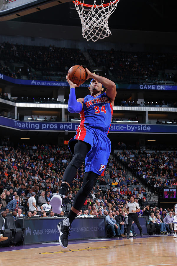 Tobias Harris Photograph by Rocky Widner