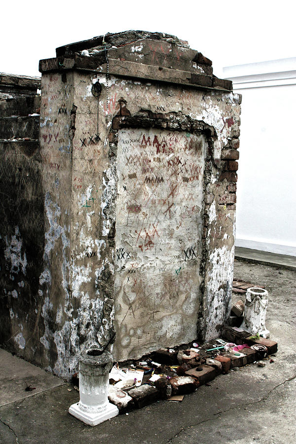 Tomb of Marie Laveau Photograph by Amy Curtis