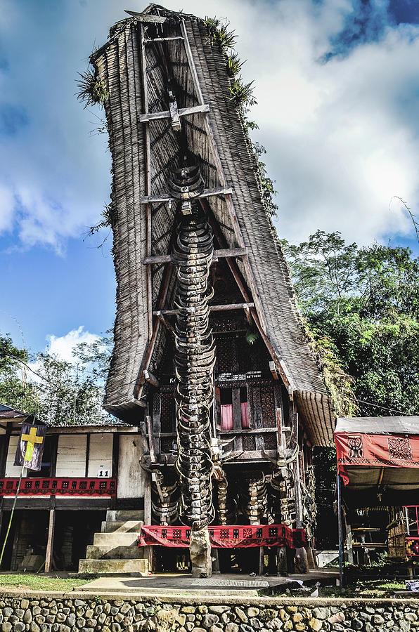 Traditional House of Toraja by Yermia Riezky Santiago