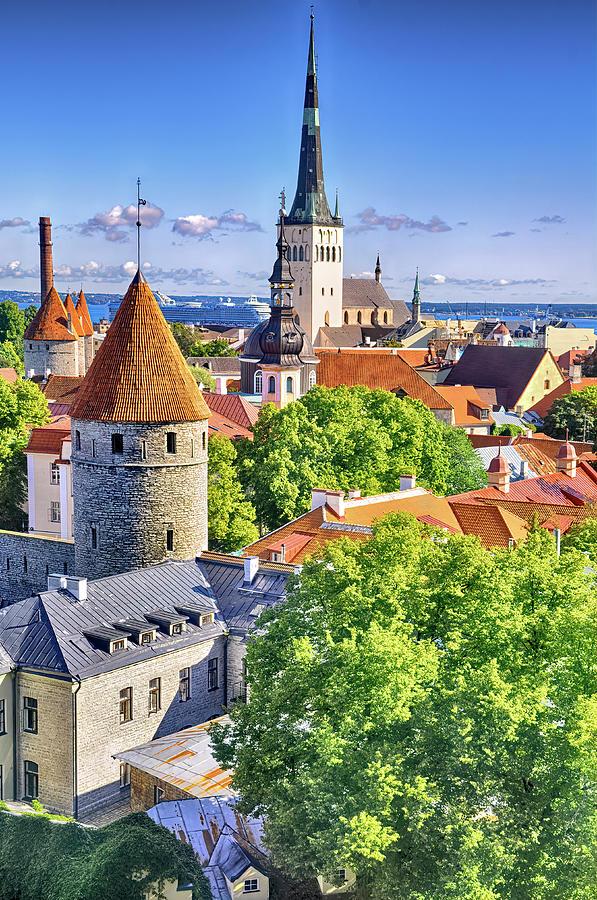 Vana Tallinn by PAUL COCO