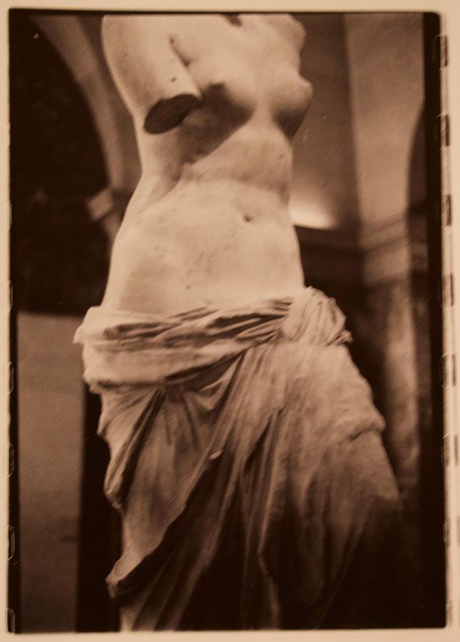 Venus De Milo Photograph - Venus de Milo by Noe Badillo