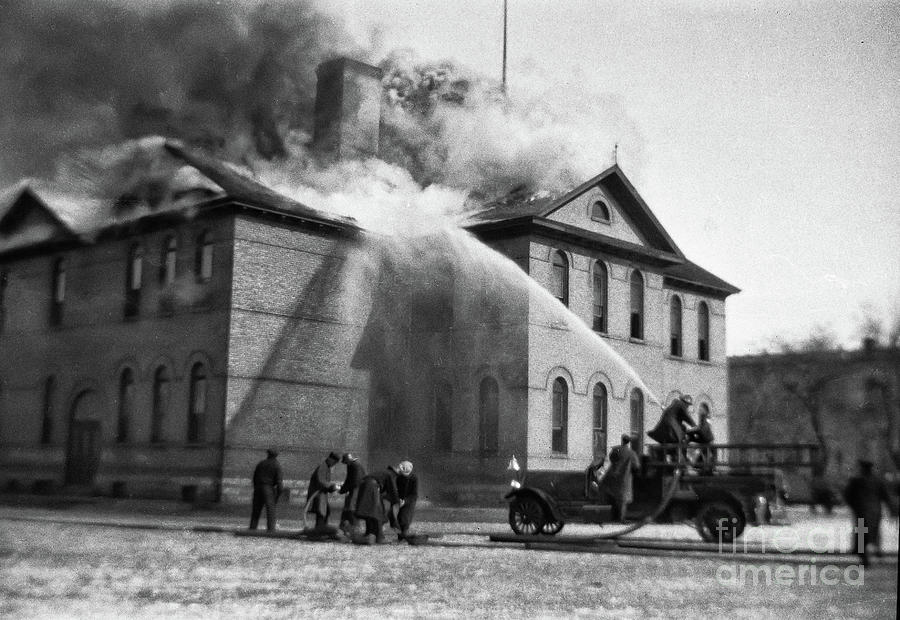 Victoria School Fire - Winnipeg, Mb Canada -1930-mar-14 - Image 1 Photograph
