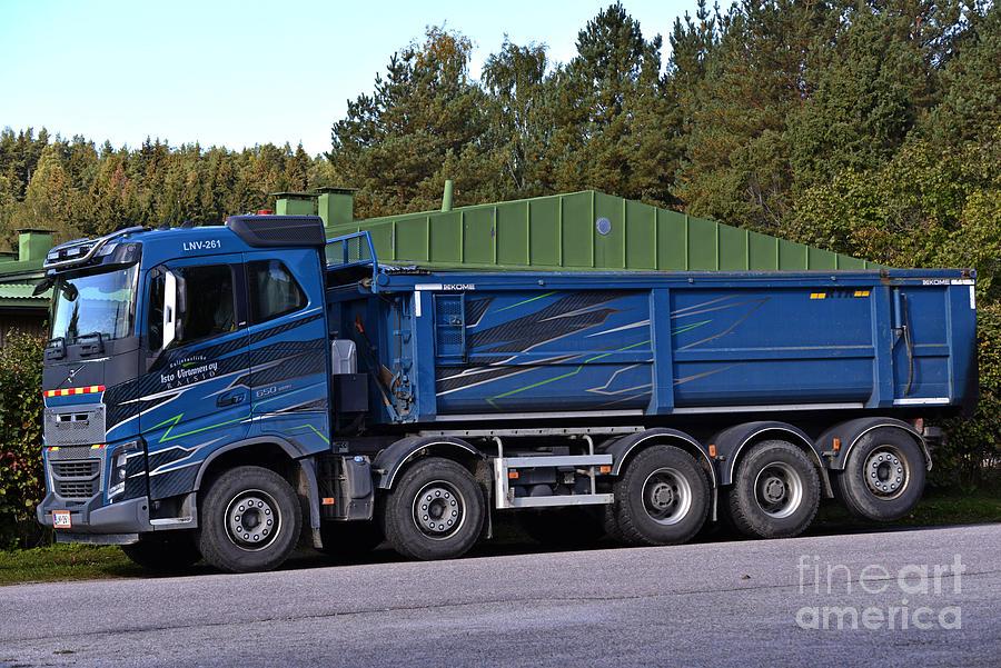Volvo 5 Photograph