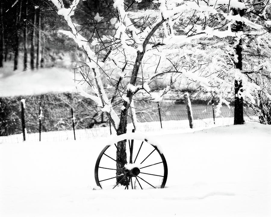 Wagon Wheel In The Snow Photograph