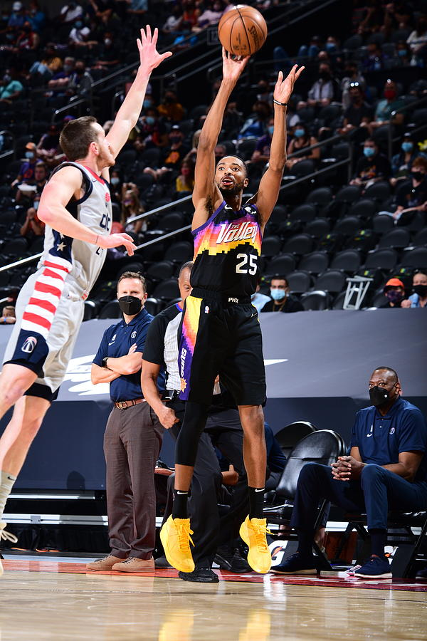 Washington Wizards v Phoenix Suns Photograph by Michael Gonzales
