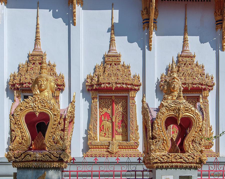 Wat Chai Mongkol Phra Ubosot Windows and Boundary Stones DTHU0611 by Gerry Gantt