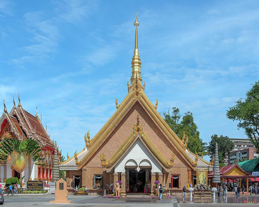 Wat Mahawanaram Phra Wihan DTHU1146 by Gerry Gantt