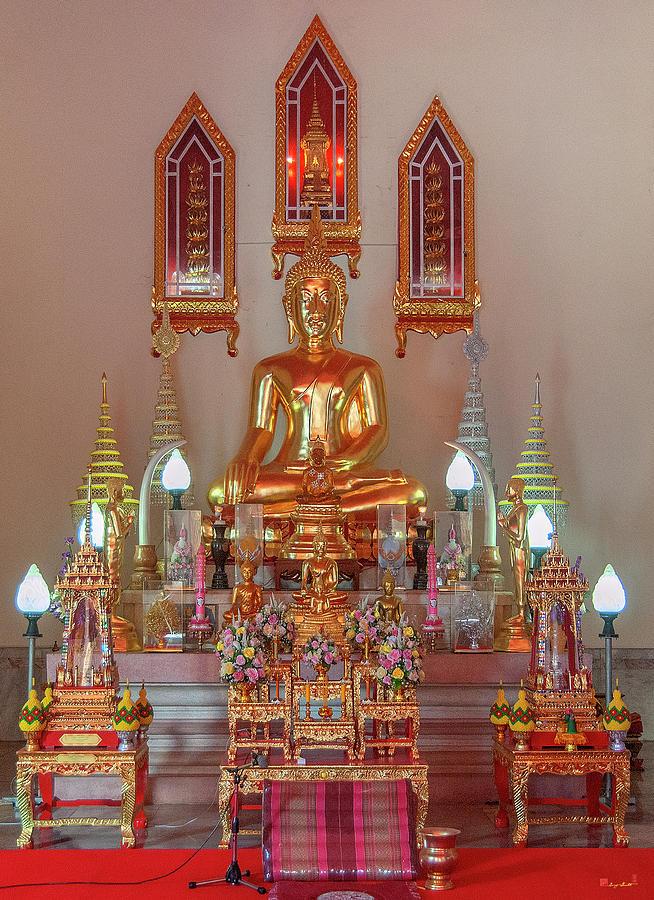 Wat Si Ubon Rattanaram Phra Ubosot Buddha Images DTHU1168 by Gerry Gantt