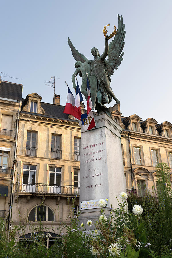 World War I memorial in Bergerac by RicardMN Photography
