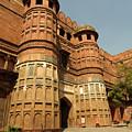 Akbar Gate In Agra Fort by Aivar Mikko