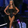 Tyra Banks Inside For The Victorias by Everett