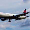 Delta Airlines Boeing 767 by David Pyatt