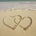 2 Hearts Drawn On The Beach by Gen Nishino