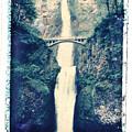Multnoma Falls by Joe  Palermo