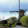 Kinderdijk Windmill by Soon Ming Tsang