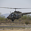 An Oh-58 Kiowa Helicopter Of The U.s by Terry Moore