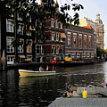 Artist On Amsterdam Canal by Stan Roban