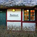 Bomhuset by Hans Erik Nielsen