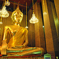 Buddha Statue by Somchai Suppalertporn