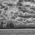 Buffalo Lighthouse 8111 by Guy Whiteley