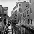 Calle A Venezia by Gianluca Vigano'