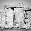 Close Up View Of Circle Of Sarsen Stones With Lintel Stones Stonehenge Wiltshire England Uk by Joe Fox