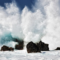 Crashing Waves At Laupahoehoe Point. by Larry Geddis